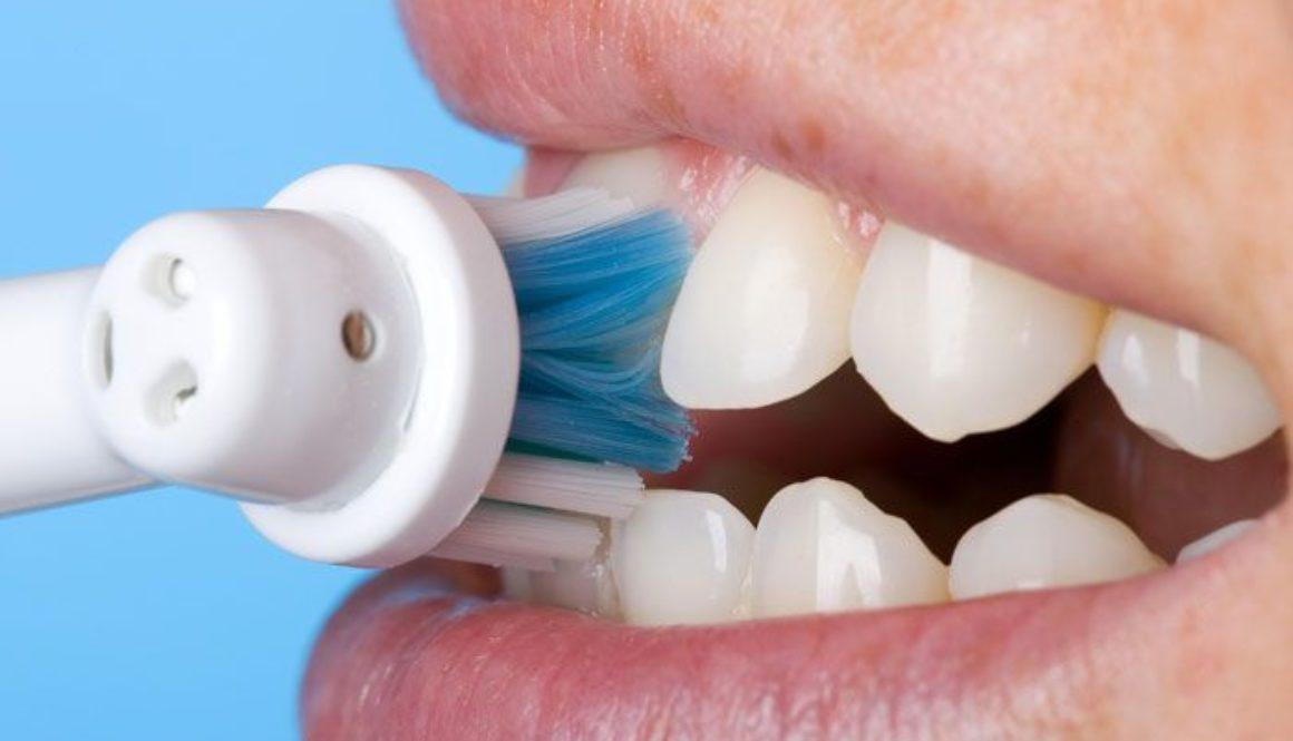 spazzolino elettrico o manuale